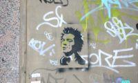 Grafiti de Sid Vicious en una calle de Madrid.